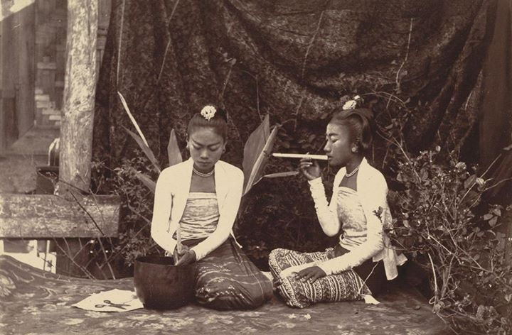 Young women selling cheroots, Mandalay December 1885.