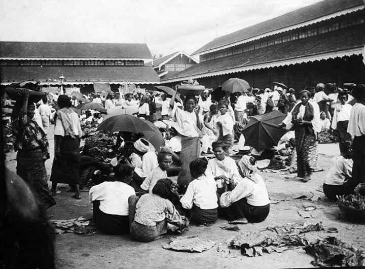 နေပြည်တော်ကြီး မပေါ်ပေါက်မီ လွန်ခဲ့သော နှစ်တစ်ရာခန့်က ပျဉ်းမနားရှိ ဈေး။