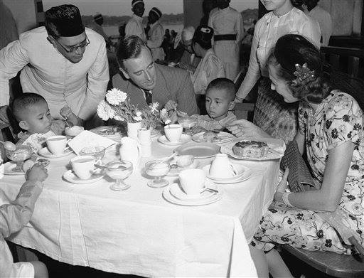 Lord Mountbatten and the Children of General Aung San