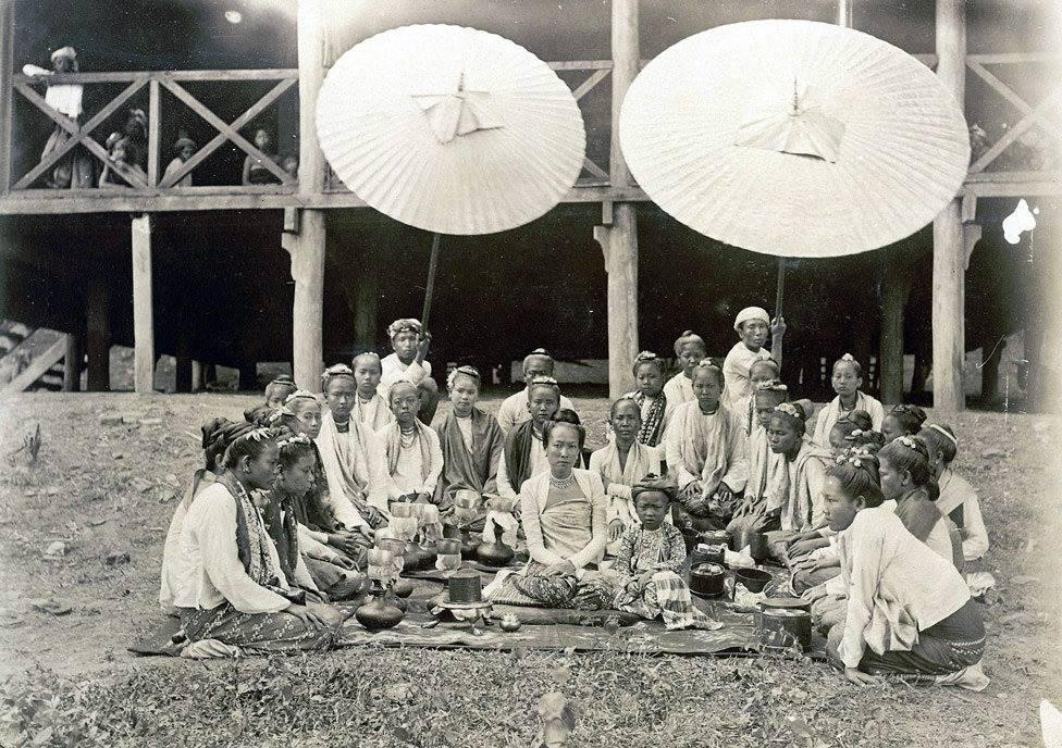 The wife and son of the Sawbwa of Wuntho in 1890 with family and retainers