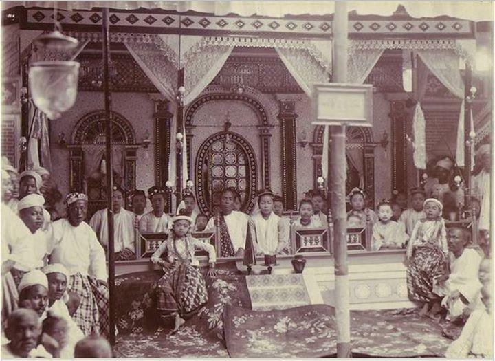 မင်းသားငယ်နှင့် အခြွှေအရံများ