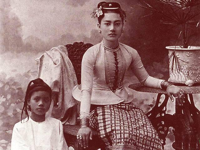 ၁၉၁၆ ခုနှစ်ဝန်းကျင်က မန္တလေးမြို့မှ နှစ်သစ်ကူး ဆုတောင်းလွှာ။ ပျော်ရွှင်စရာ နှစ်သစ် ဖြစ်ပါစေ။
