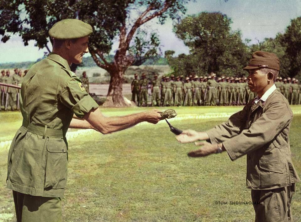 မော်လမြိုင်တွင် ဂျပန်တပ်များက အမှတ် ၁၇ အိန္ဒိယ တပ်မသို့ လက်နက်ချစဥ်၊ အောက်တိုဘာလ၊ ၁၉၄၅ ခုနစ်။