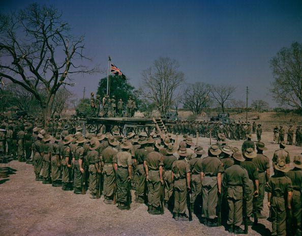 ၁၉၄၅ ခုနစ်၊ မတ်လက မန္တလေးတွင် မဟာမိတ်တပ်များကို တွေ့ရစဥ်။